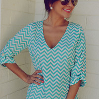 EVERLY: Spring Back The Chevron V-Neck: Aqua | Hope's