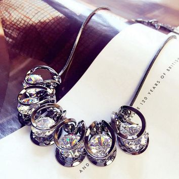women pendant necklace European short exaggerated crystal necklace chain collar bone