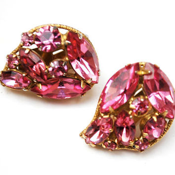 Pink Rhinestone Earrings  - Tear drop  -  Crystal glass - Mid Century - clip on  earrings