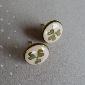 Clover Trifolium SMALL stud earrings in light pink - preserved nature - handmade flower jewelry