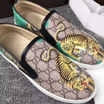 Gucci: FLOWERS DESIGN LOAFER SHOES FLAT CASUAL SHOES Donald Duck G