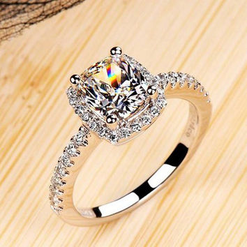 Luxurious 2 ct CZ Diamond Rings Female Ring Bijoux Newest White Gold Plated 4 Prong Zirconia Wedding Engagement Rings For Women