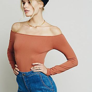 Intimately Womens Off the Shoulder Solid Top