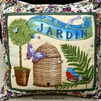 "Decorative Quilted Pillow, ""Pansies in My Garden"", jardin, Bee Skep"