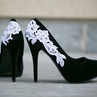 Black Heel - Black Pump, Black Shoes with White Lace. US Size 6.5
