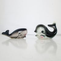 Vintage Whale Salt & Pepper Shakers Nautical Kitchen Whale Decor Kitsch Beach Decor Whale Figurines Mid Century Vintage Coastal Decor