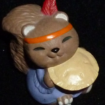 Hallmark Merry Miniature Thanksgiving Squirrel With Pie Figurine