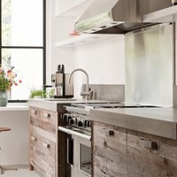 Contemporary Kitchen in White with Exposed Wood »    inspired deco