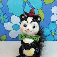 Kitsch, cute skunk figurine with real fur tail!! Retro china skunk with bow tie and hat, made in Japan! ReTrO CuTiE!