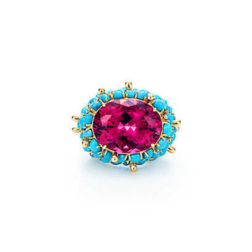 Tiffany & Co. - Ring in 18k gold with an 18.02-carat rubellite, turqouise and diamonds.