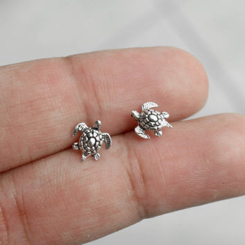 Small Sea Turtle Sterling Silver Earrings, Turtle Earrings, children Earrings, Animal Earrings, Dainty Earring, Gift for her Cartilage studs