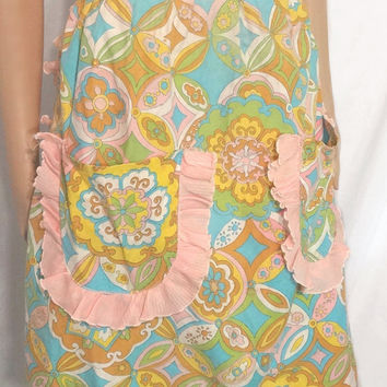 Vintage Apon / Mod Half Apron Vintage Colorful Style with Pink Ruffles Hostess
