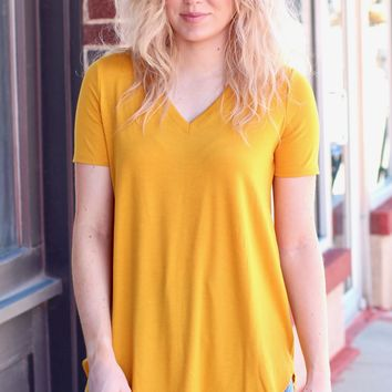 {Dk. Mustard} Best Basic S/S V-neck Rounded Hem Top