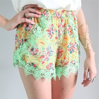 FESTIVAL PASTEL GREEN FLORAL WRAP CROSSOVER SCALLOPED LACE HEM SHORTS 6 8 10 12