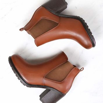 Vegan Leather Chelsea Boots in Camel