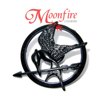 THE HUNGER GAMES: MOCKINGJAY PART 1 Black Mockingjay Pin Badge