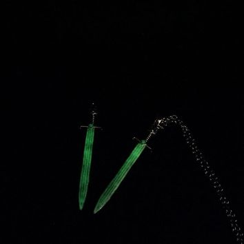 Vintage Glow In The Dark Necklace Sword Dragon Necklaces For Man Game of Throne Metal Animal Pendant Night Luminous Accessories