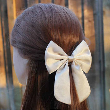 """4.5"""" Champagne hair bow or bow tie, champagne color hair bow, satin hair bow, champagne bows, champagne hairbow, teens hair bow, women bow"""
