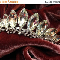 Bridal headband, Bridal tiara, Crystal headband, bridal hair jewelry, crystal tiara, Wedding accessory, bridal crown