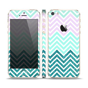 The Light Teal & Purple Sharp Glitter Print Chevron Skin Set for the Apple iPhone 5s