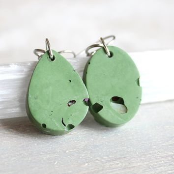 Minimalist geometric earrings - mint green