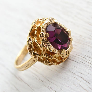 Vintage Faux Amethyst Ring - Signed Sarah Coventry 1970s Regency Gold Tone Adjustable Costume Jewelry / Oval Purple