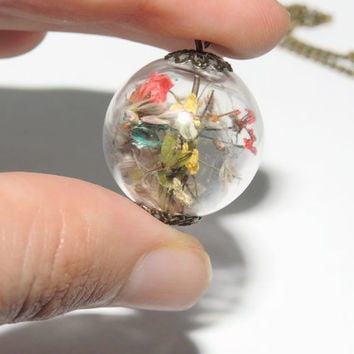 Pressed flower glass globe orb pendant, Yellow, blue and red pressed flowers necklace, Spring jewelry, Antique brass style