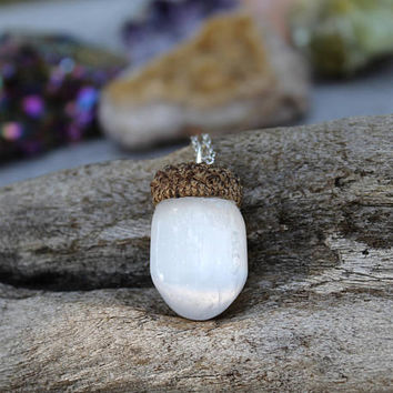 Selenite Necklace, Natural Acorn Jewelry, White Crystal Pendant, Woodland Style, Fall Fashion, Autumn Wedding Jewelry, Boho Bridesmaid Gift