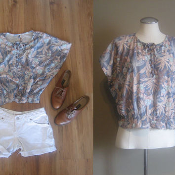 vintage Floral Bohemian Crop Top / Peasant Blouse / Butterfly Sleeve Shirt