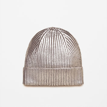 METALLIC KNIT HAT DETAILS