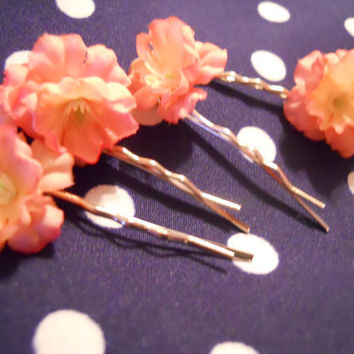 Set of 4 Tiny Blush Colored Flower Hair Pins by ZoeAmaris on Etsy