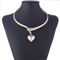SIMPLE - Fashion Retro Vintage heart shape Necklace Collarbone Chain a13497