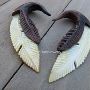 2g Feather hanging plug earrings organic wooden gauges mother of pearl hand carved dangle earring set stretched ear piercings drop ear rings