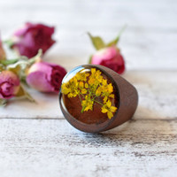 Wood Ring With Real Pressed Daisy And Resin - Real Flower Resin Ring - Statement Ring Made of Wood - Real Pressed Flower Jewelry