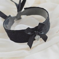 Black loving kitty - romantic gothic choker with silver heart pendant - cosplay lolita kitten pet play collar