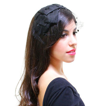 Vintage Netted Fascinator Veil - Black Headband Bow Hat / 1950s Fashion Accessory
