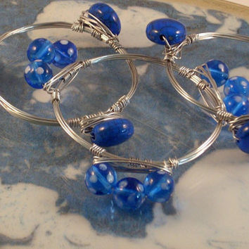 BLUE LAGOON - 3 Wire Wrapped Stackable Bangle Bracelet. Ocean Blue Bead, Stacked with a Blue n White Lampwork Bead. Natural Silver Aluminum