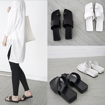 MINIMAL TOE SANDALS ( 2 COLOURS// BLACK&WHITE)