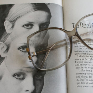 Vintage JACKIE O Reading Glasses..reading glasses. classic. groovy. twiggy. mod. retro glasses. librarian. secretary. woodstock. oversized
