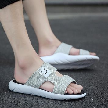 2017 Slip male office casual slippers male breathable smiley face sandals large yards non-slip summer new slippers male