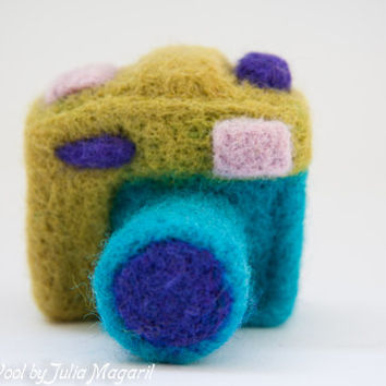 Needle felted miniature photo camera. Handmade toy. 100% wool.
