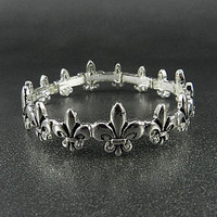 FASHION SILVER METAL FLEUR DE LIS STRETCH BRACELET