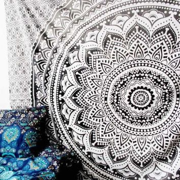 Grey & Black Floral Ombre Medallion Tapestry Bedding Throw - RoyalFurnish.com