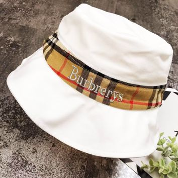 Burberry 2019 new classic plaid stitching gold and silver thread embroidery fisherman hat white