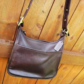 ONETOW vintage Coach chocolate brown leather boho crossbody bag. hobo crossbody bag. Coach 99