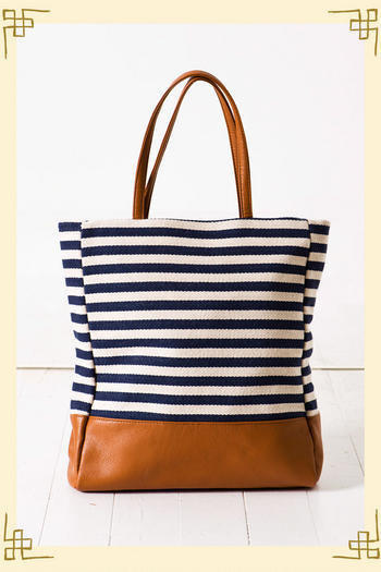 Stripe Story Tote                       - Francesca's Collections