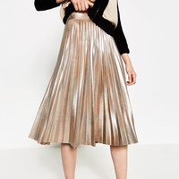 METALLIC FINE PLEATED SKIRT DETAILS