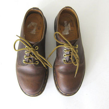 vintage brown leather heavy duty chunky Doc Martens shoes Made in England // size 6 UK 8 US