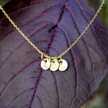 1 peach heart between 2 initials necklace stamped alphabet disc necklace monogram name necklace gold silver plated necklace bridesmaids gift