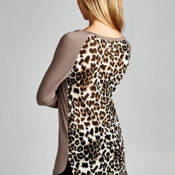 The shirt with cheetah print in mocha